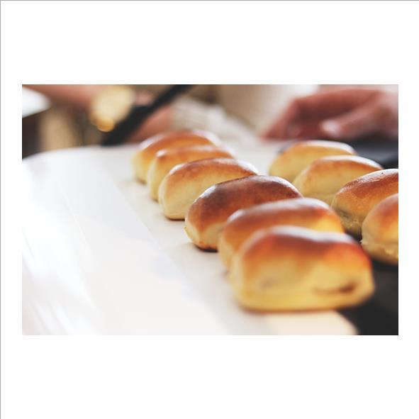 Klein aspergeworstenbroodje